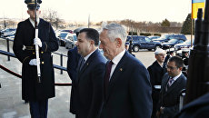 Глава Пентагона Джеймс Мэттис и министр обороны Украины Степан Полторак во время встречи в Вашингтоне, США. 3 февраля 2018