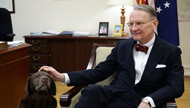 Генеральный консул США в Екатеринбурге Пол М. Картер во время интервью. Архивное фото