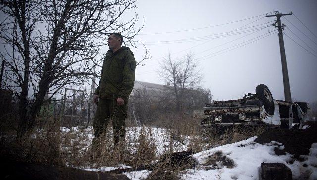 Военнослужащий ДНР в поселке Ясное Донецкой области.  Архивное фото