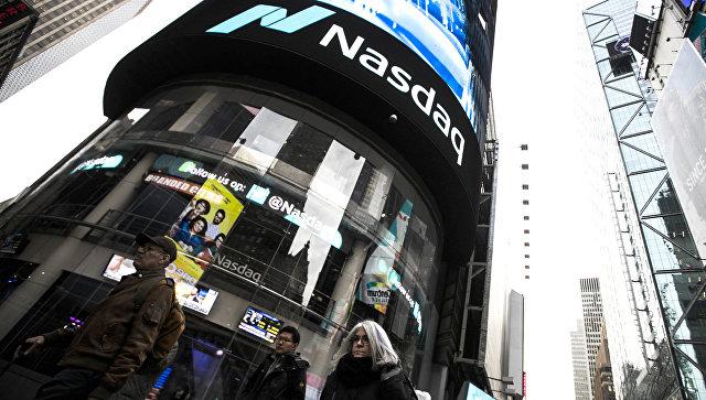 Информационная панель биржи NASDAQ на Таймс-сквер в Нью-Йорке. 6 февраля 2018