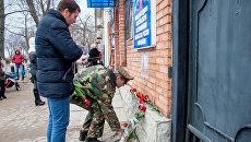 В Тирасполе возле здания выездного консульского пункта посольства РФ почтили память погибшего в Сирии российского летчика Романа Филипова. 7 февраля 2018
