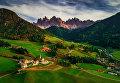 Снимок Деревня Санта-Маддалена (Santa Maddalena village in front of the Geisler or Odle Dolom) фотографа Valentin Valkov, занявший третье место в категории Пейзаж.Профессионалы