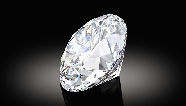 В Лондоне представили редчайший белый бриллиант весом более ста карат