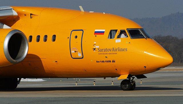 Самолет Ан-148-100В авиакомпании Саратовские авиалинии в аэропорту Владивостока