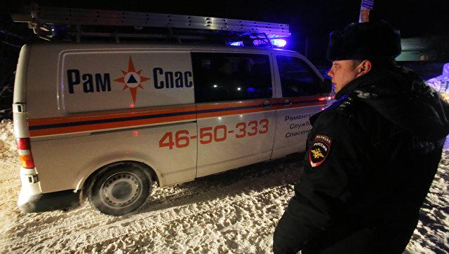 Сотрудники полиции и МЧС в Раменском районе Московской области, где самолет Ан-148 Саратовских авиалиний рейса 703 Москва-Орск потерпел крушение 11 февраля 2018 года