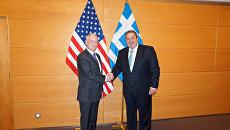 Министр обороны Греции Панос Камменос и глава Пентагона Джеймс Мэттис во время встречи в Брюсселе