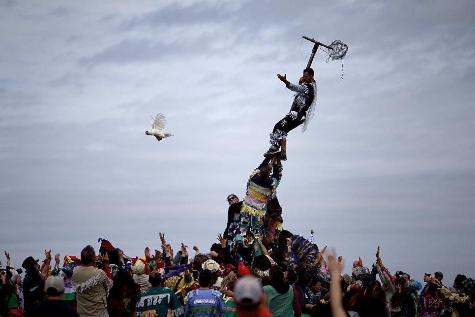 Участники фестиваля Mardi Gras в Юнисе, штат Луизиана, США. 13 февраля 2018 года