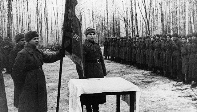 Владимир Путин наградил погибшего в 1942-ом году советского генерала орденом