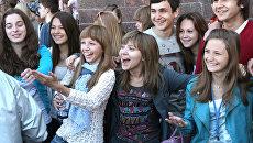 Молодые россияне. Архивное фото