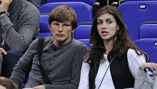 Российский футболист Андрей Аршавин с женой. Архивное фото