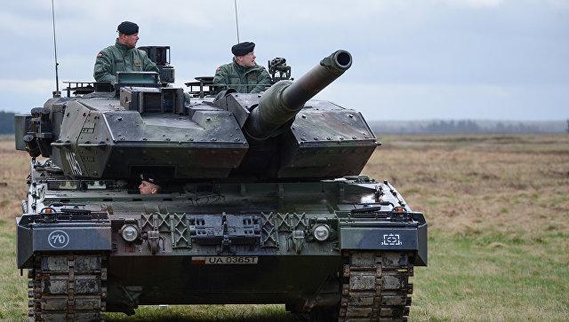 Танк PT-91 Тварды на церемонии приветствия многонационального батальона НАТО под руководством США в польском Ожише