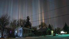 Световые столбы зимней ночью в штате Вайоминг, США