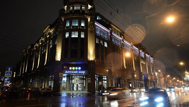 Здание торгового центра Военторг на улице Воздвиженка в Москве