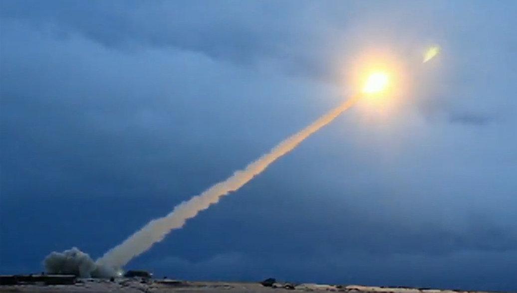 Демонстрация испытания российской крылатой ракеты неограниченной дальности с ядерной энергетической установкой во время трансляции послания президента РФ Владимира Путина Федеральному собранию. Архивное фото