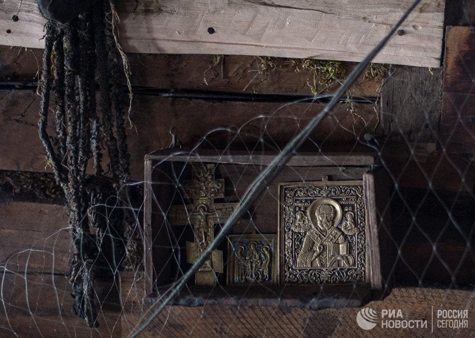 Иконы в доме Агафьи Лыковой.