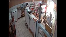 В Бразилии уборщица отбилась от грабителя с помощью ведра воды