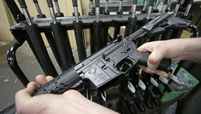 Поуавтоматическая штурмовая винтовка Colt AR-15. Архивное фото