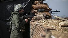 Военнослужащий турецкой армии на боевой позиции в Африне, Сирия. Архивное фото