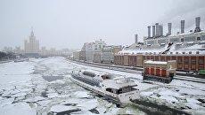 Теплоход Рэдиссон на Москве-реке. Архив