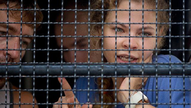 Таиландский адвокат Насти Рыбки и Алекса Лесли пытается ускорить суд