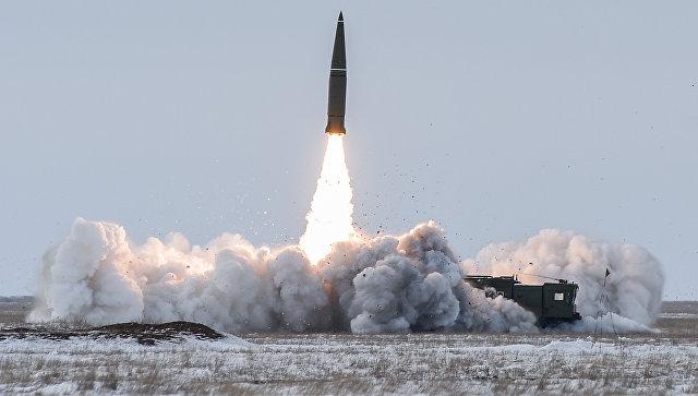 Пуск баллистической ракеты оперативно-тактического ракетного комплекса (ОТРК) Искандер-М. Архивное фото