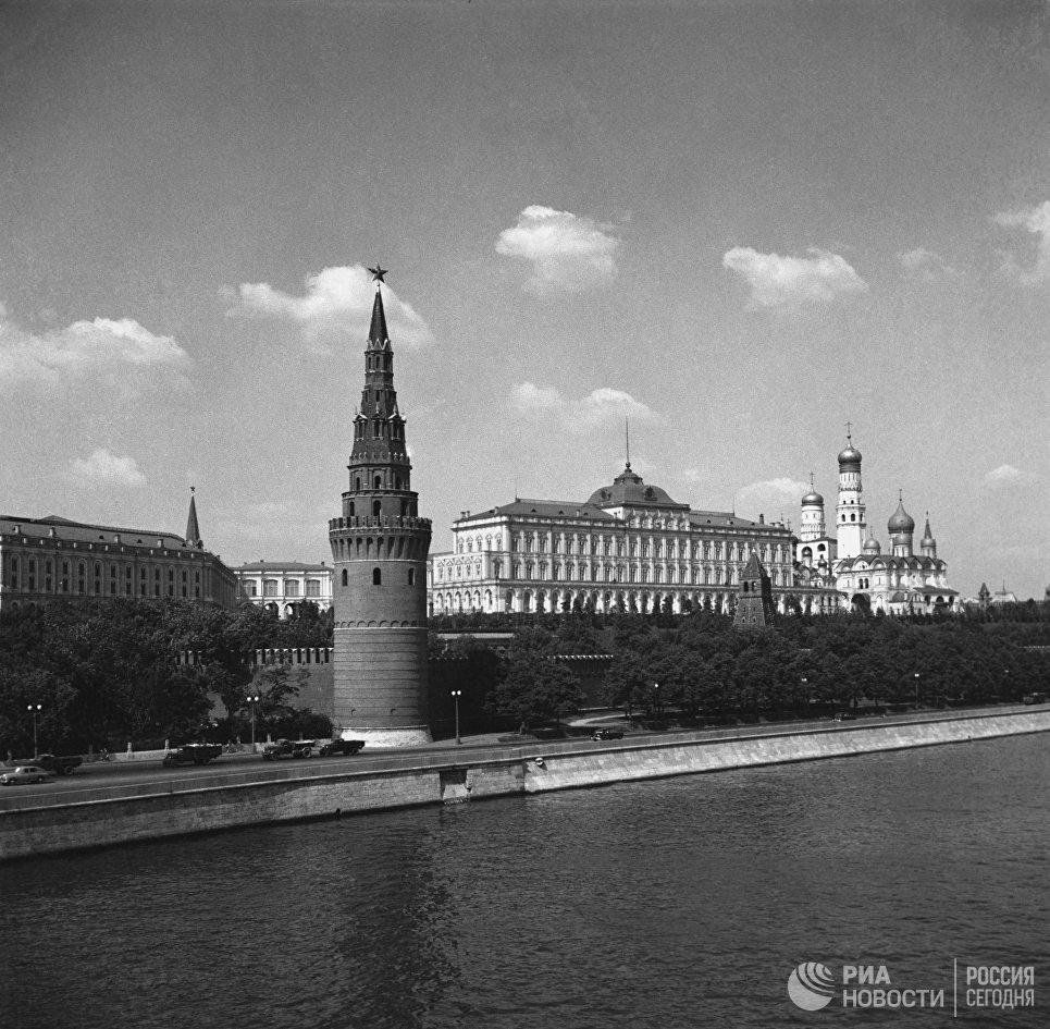 Вид на Московский Кремль с Каменного моста