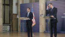 Помощник Госсекретаря США по Европе и Евразии Уэсс Митчелл и президент Сербии Александр Вучич на пресс-конференции в Белграде, Сербия. 14 марта 2018