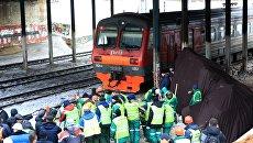 Возле станции Маленковская электропоезд сообщением Фрязино - Москва столкнулся с трактором. 14 марта 2018