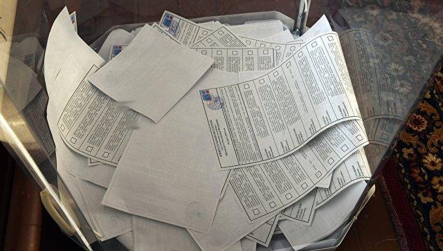 Урна с избирательными бюллетенями. Архивное фото