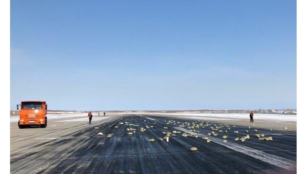 СК выяснил, почему из самолета в Якутске высыпались драгоценные слитки