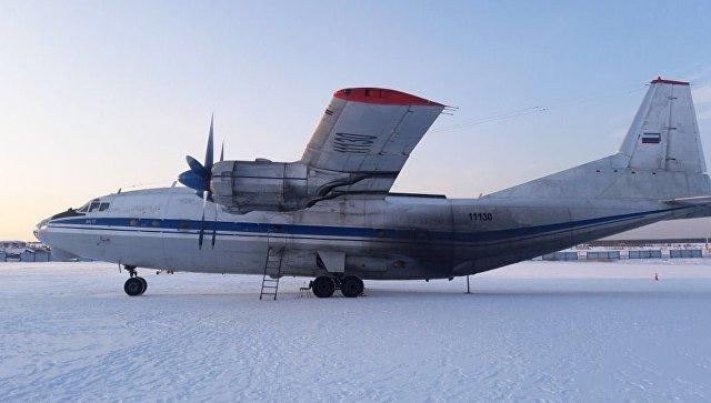 Самолет Ан-12, у которого при взлёте в аэропорту «Якутск» отвалилась створка грузового люка. 15 марта 2018