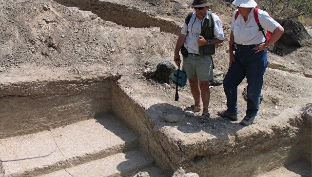 Археологи из университета Джорджа Вашингтона и Смитсонианского института проводят раскопки в Кении