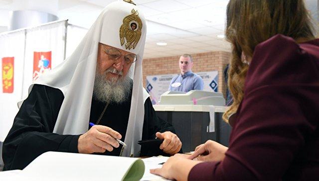 Патриарх Московский и всея Руси Кирилл на избирательном участке в Москве во время голосования на выборах президента РФ. 18 марта 2018