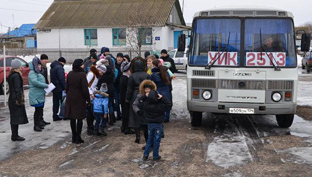 Семья Потаповых из 30 человек проголосовала на избирательном участке в хуторе Крутинский Михайловского района Волгоградской области. 18 марта 2018
