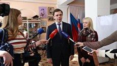 Врио губернатора Орловской области Андрей Клычков на избирательном участке во время голосования. 18 марта 2018