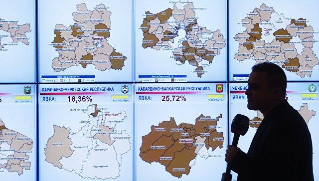 Экраны со статистикой явки избирателей на выборах президента РФ по регионам в информационном центре Центральной избирательной комиссии РФ. 18 марта 2018