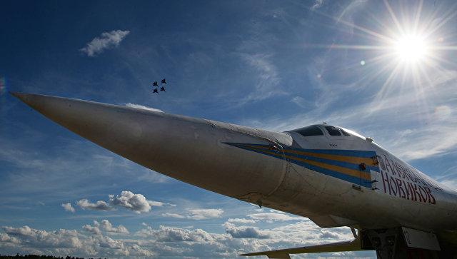 Сверхзвуковой стратегический ракетоносец Ту-160