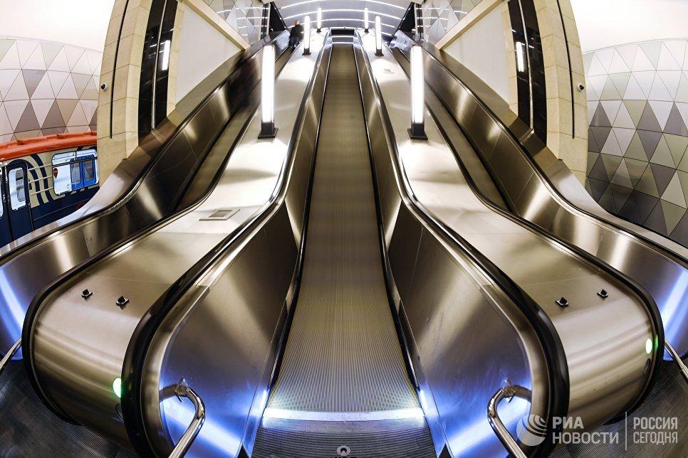 Эскалатор на открывшейся станции метро «Селигерская» Люблинско-Дмитровской линии Московского метрополитена