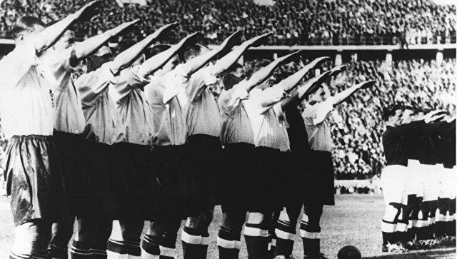 Футболисты сборной Англии перед матчем с немцами в Берлине, Германия. 14 мая 1938