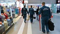 Проверка пожарной безопасности в торгово-развлекательном центре. Архивное фото