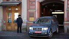 Служебный автомобиль у здания генерального консульства США в Санкт-Петербурге. Архивное фото