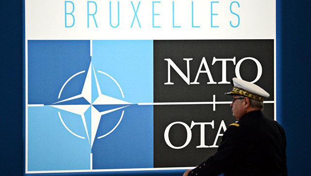Логотип НАТО в Брюсселе. Архивное фото