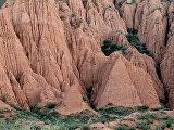 Каньон из палеогенового песчаника на южном берегу озера Иссык-Куль