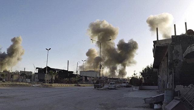 Фото распространеное Белыми касками с изображением последствий авиаударов сирийских правительственных сил в городе Дума в Восточной Гуте. Архивное фото