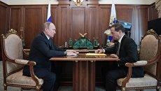 Президент РФ Владимир Путин и председатель правительства РФ Дмитрий Медведев во время встречи. 10 апреля 2018