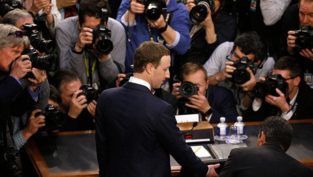 Глава Facebook Марк Цукерберг на отрытых слушаниях в конгрессе США. 10 апреля 2018