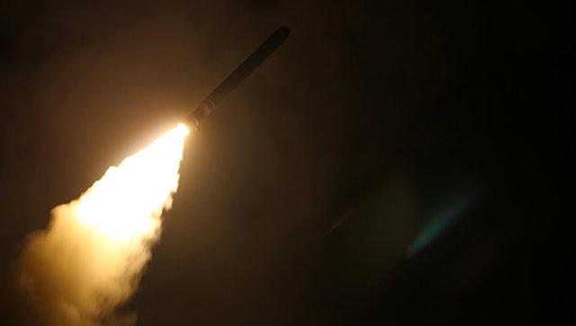 Крейсер USS Monterey запускает ракету для наземной атаки Сирии. 14 апреля 2018