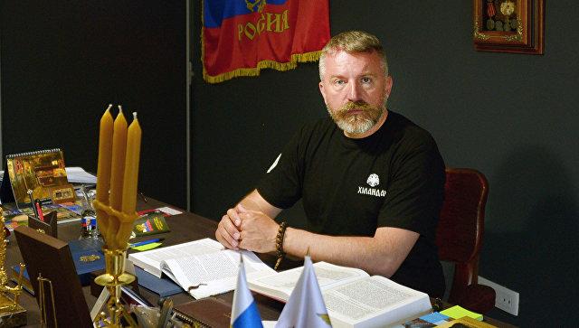Экс-почетный консул РФ в Черногории Боро Джукич в своем кабинете в городе Будва