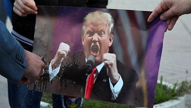 Трампа разозлило количество русских  дипломатов, высланных изстранЕС