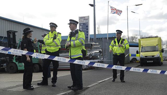 Сотрудники английской полиции в Солсбери